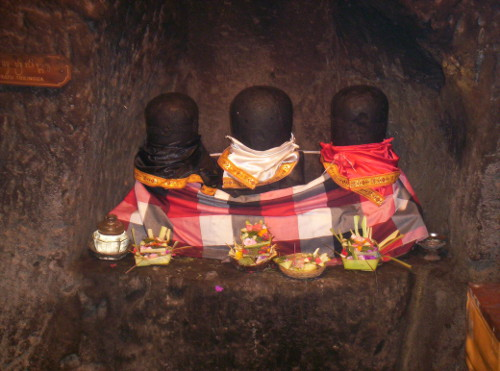 Goa gajah oude tempel op bali - Een gang ingang ...